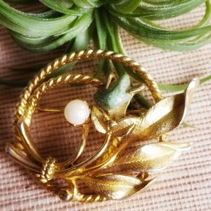 Sarah Coventry Jewelry - Vintage Sarah Coventry Brooch